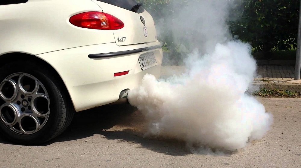 Причины появления запаха бензина при запуске двигателя автомобиля