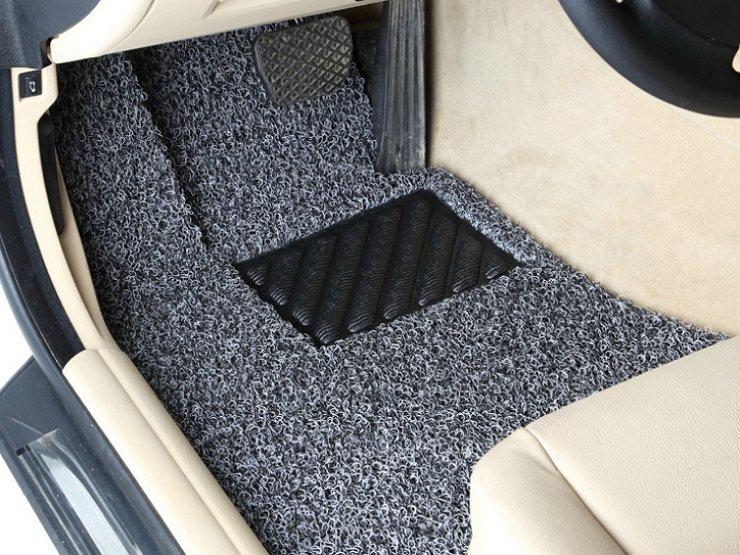 Плюсы и минусы разных видов ковриков в салон автомобиля
