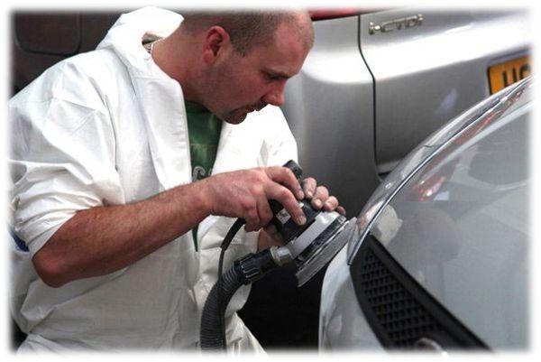 Мелкий кузовной ремонт и покраска: этап шлифовки царапины