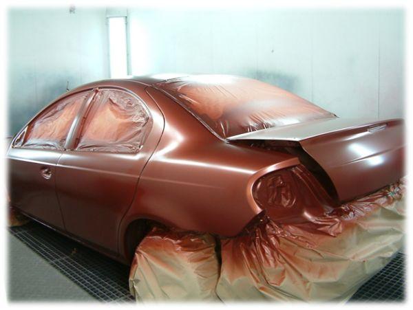 Мелкий кузовной ремонт и покраска: на фото подготовленное авто в камере