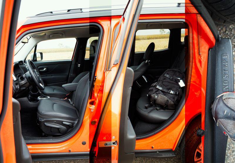 Фото первого и второго ряда в Jeep Renegade
