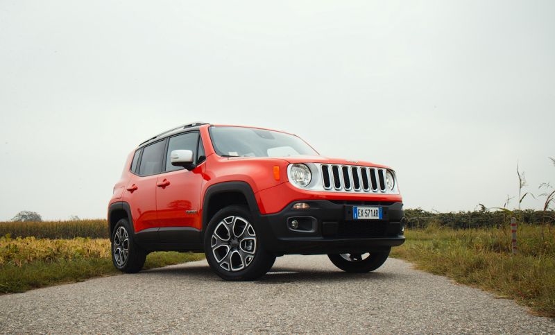 Jeep Renegade - фото в профиль