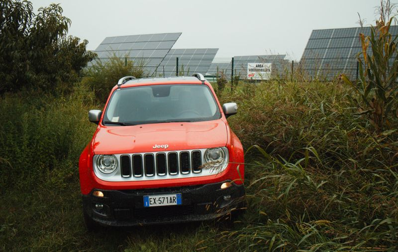 Jeep Renegade со светлой решеткой радиатора