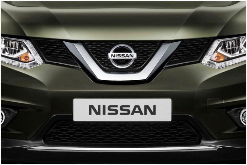 Габаритный Nissan X-Trail 2015: фото решетки