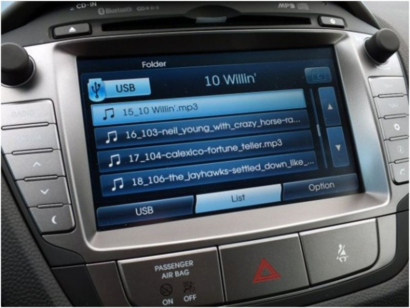 Сравнение Kia Sportage и Hyundai ix35: мультимедийка Хёндаи