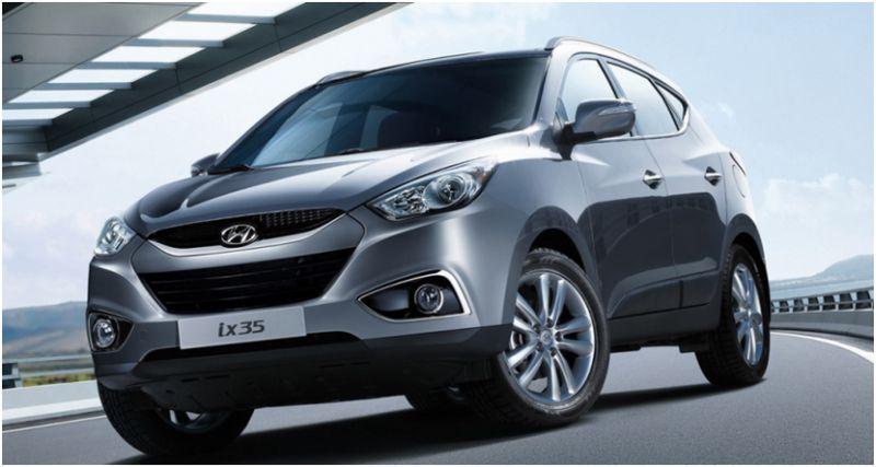 Сравнение Kia Sportage и Hyundai ix35: на фото Hyundai ix35 серого цвета