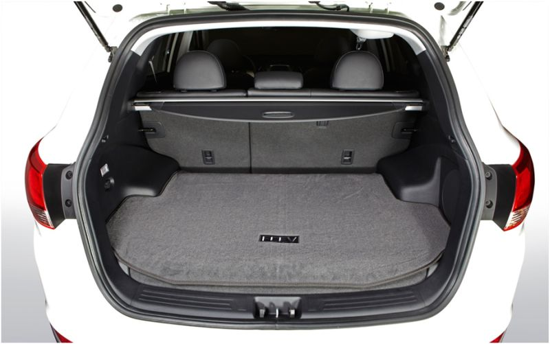 Сравнение Kia Sportage и Hyundai ix35: на фото багажник Хёндаи