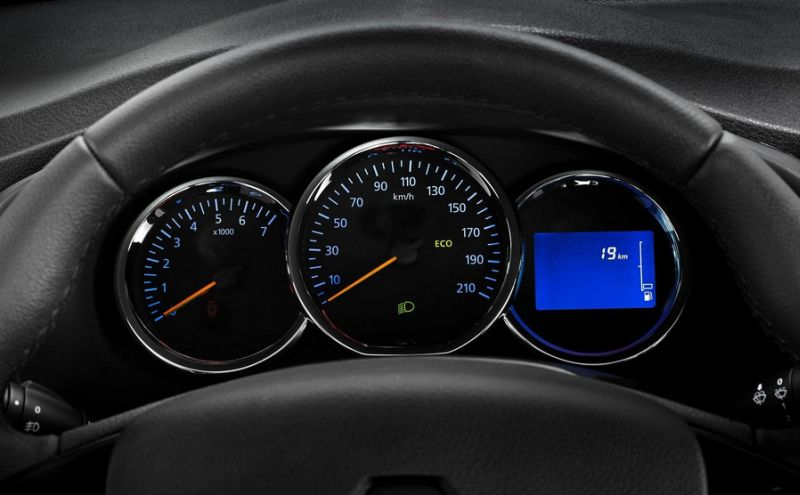 Диагностика ошибок Renault Logan: фото руля