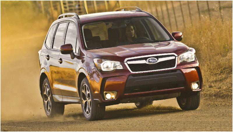 Сравнение Subaru Forester и Honda CR-V: на фото Субару на бездорожье
