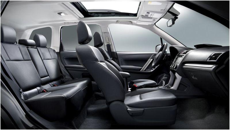 Сравнение Subaru Forester и Honda CR-V: фото салона