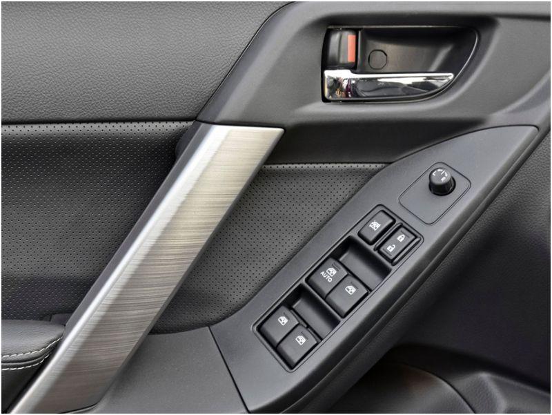 Сравнение Subaru Forester и Honda CR-V: салон