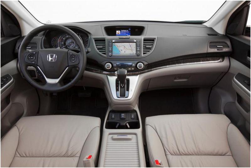 Сравнение Subaru Forester и Honda CR-V: на фото салон Хонды