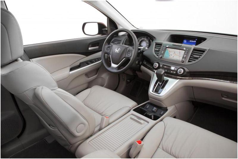Сравнение Subaru Forester и Honda CR-V: на фото водительское сиденье Хонды