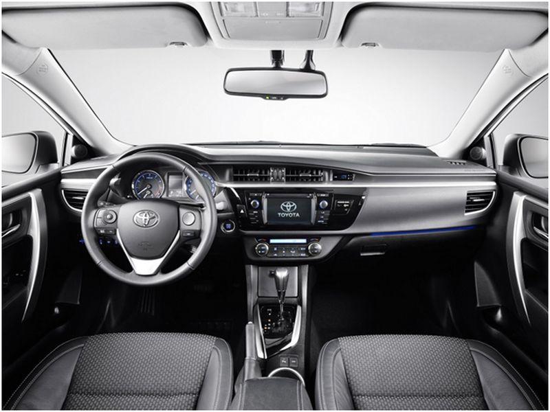 Салон в Toyota Corolla - рестайлинг