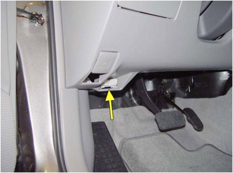 Диагностический разъем DLC-2 в авто Toyota Corolla