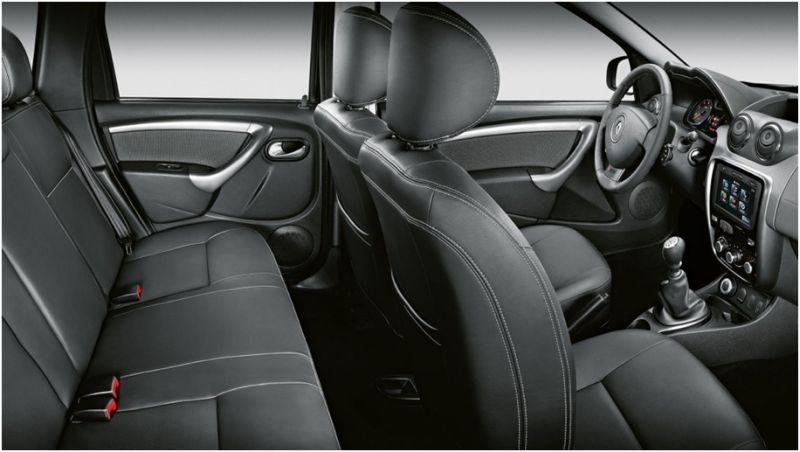 Фото слаона Renault Duster со стороны сиденьев второго ряда