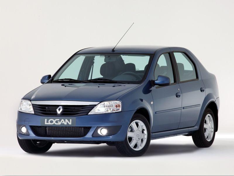 На фото Renault Logan голубого цвета
