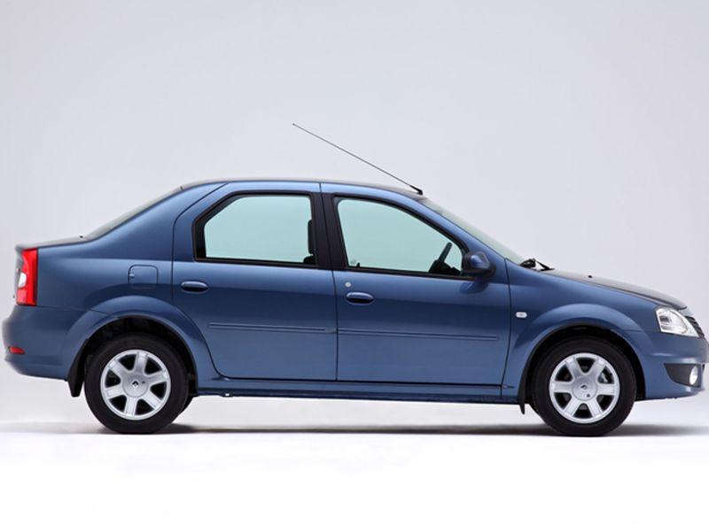 На фото Renault Logan - вид сбоку