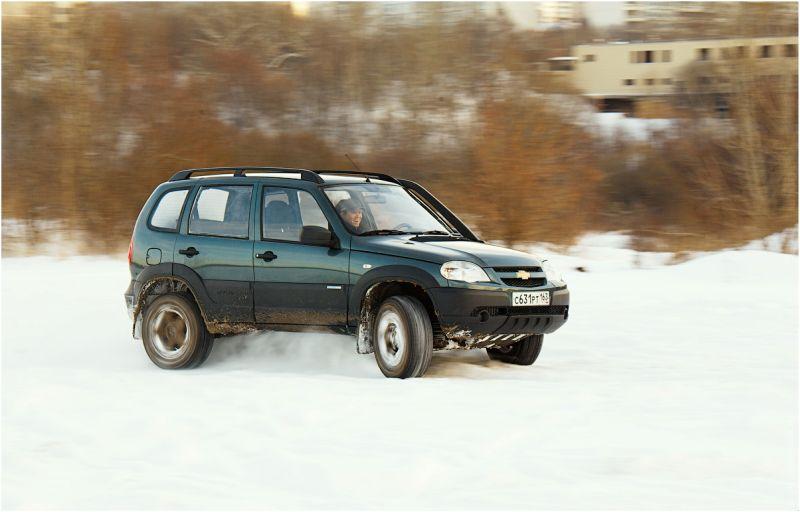 Chevrolet Niva фото бокового скольжения