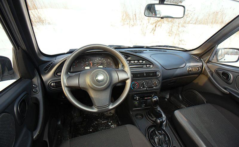 Chevrolet Niva - фото салона