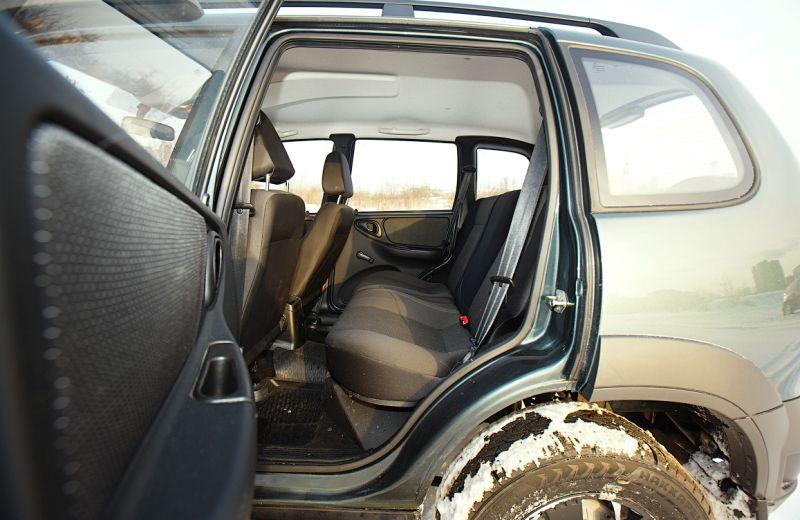 Chevrolet Niva - фото второго ряда сиденьев