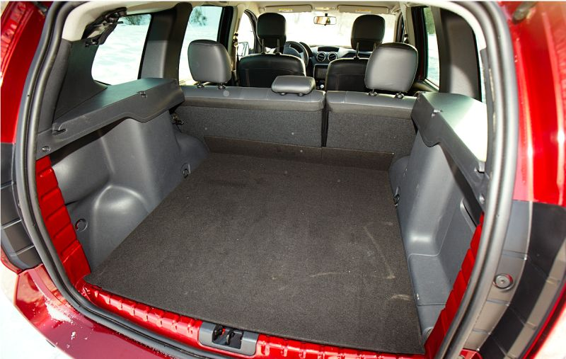 Renault Duster: на фото багажник с ровным полом