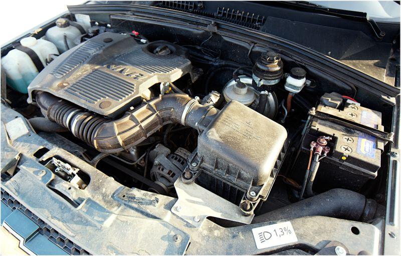 Chevrolet Niva - фото двигателя и остальных внутренностей под капотом