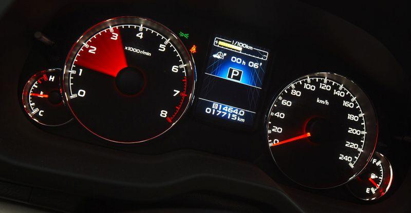 Subaru Outback - фото приборной панели