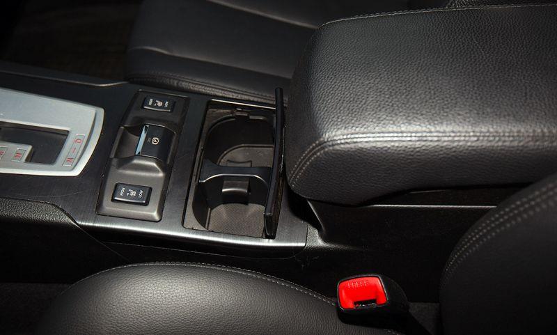 Subaru Outback: на фото кнопки двухступенчатого подогрева сидений