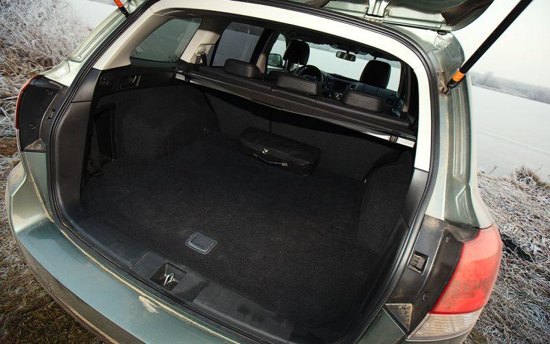 Subaru Outback: фото багажного отсека