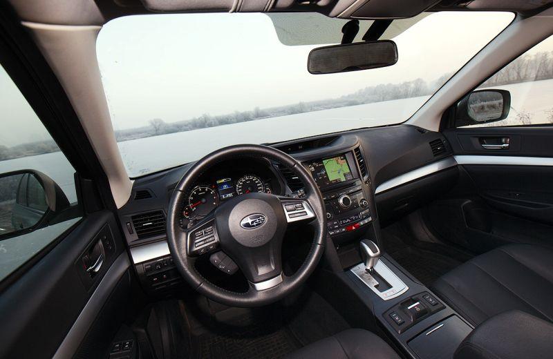 Subaru Outback - фото салона и руля
