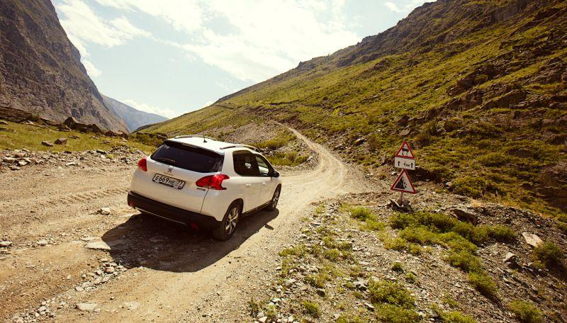 На фото Peugeot 2008 с передним приводом