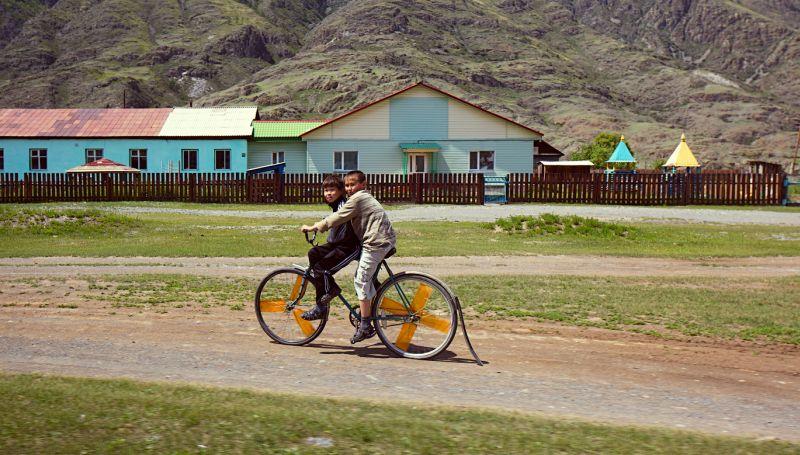 Штурмуем горные дороги Алтая на Peugeot 2008: на фото уйгуры