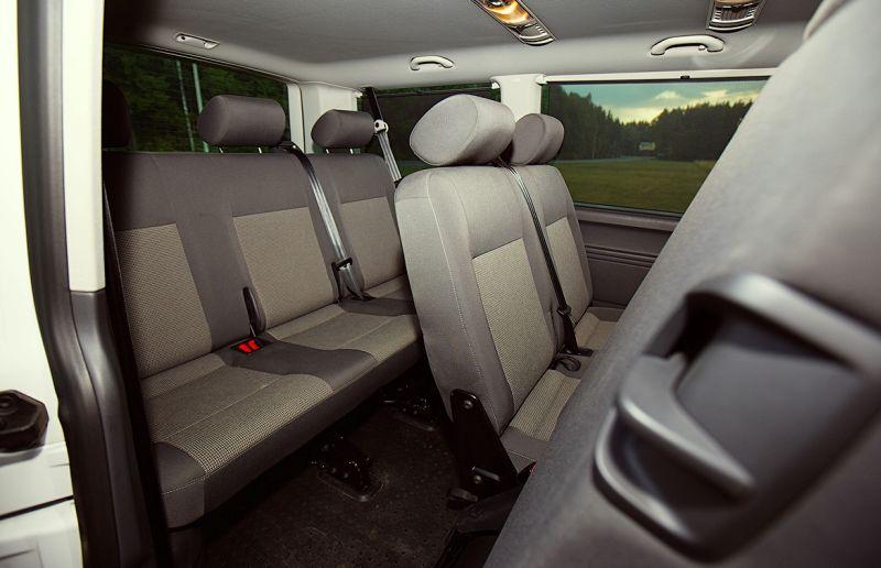Volkswagen Transporter T5: на фото третий ряд сидений