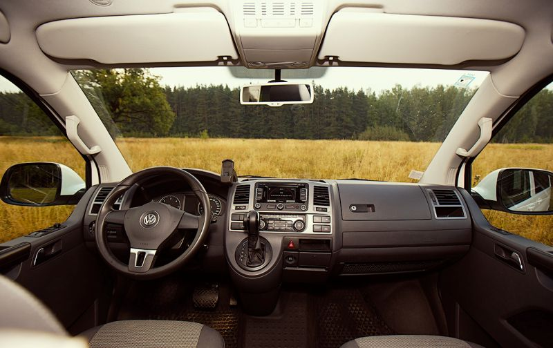Volkswagen Transporter T5: фото центральной панели и коробкипередач DSG-7
