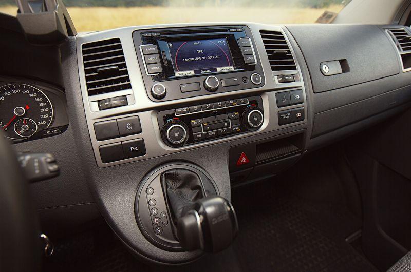 Volkswagen Transporter T5: фото центральной панели