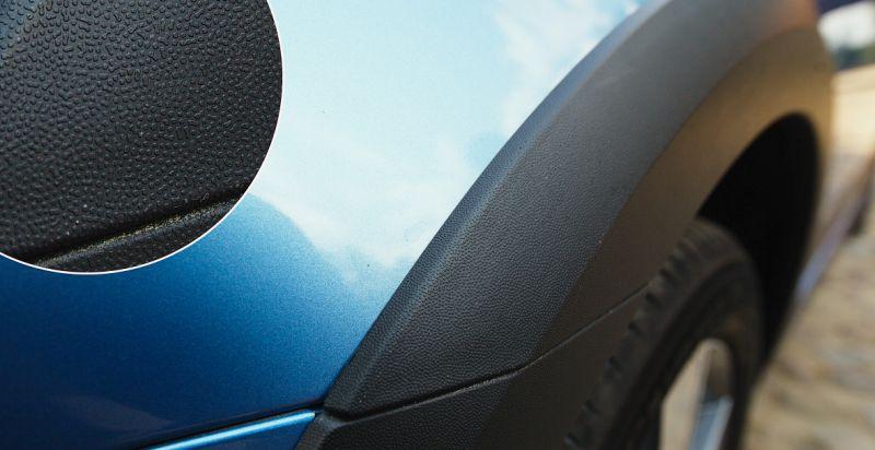 Шкода Октавия Скаут 2014: на фото пластиковый обвес по периметру кузова