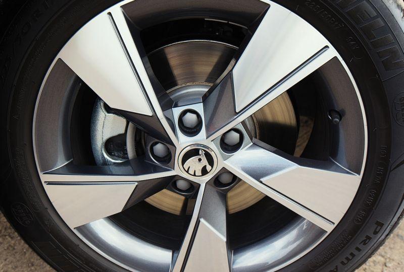 Skoda Octavia Scout 2014: фото колеса с размерностью 225/50R17