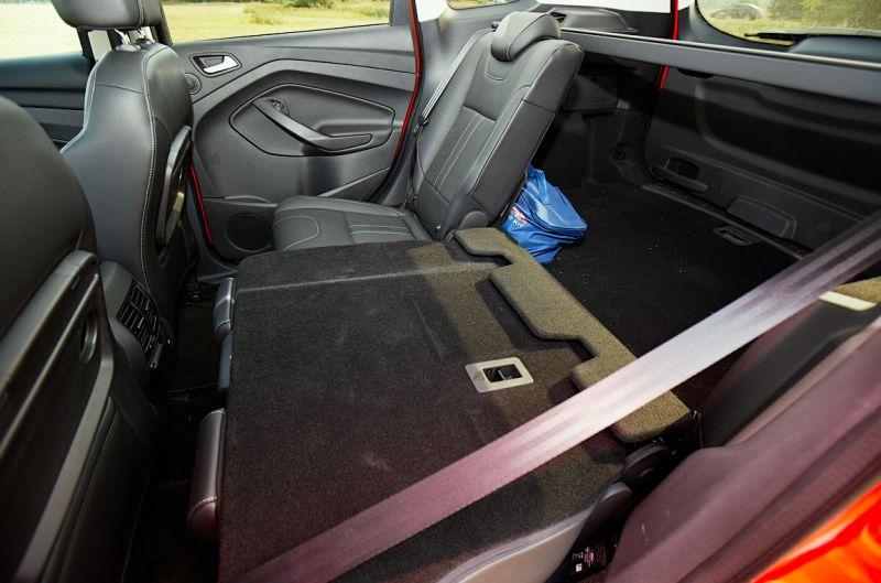Ford Kuga 2: фото салона со сложенными задними сиденьями