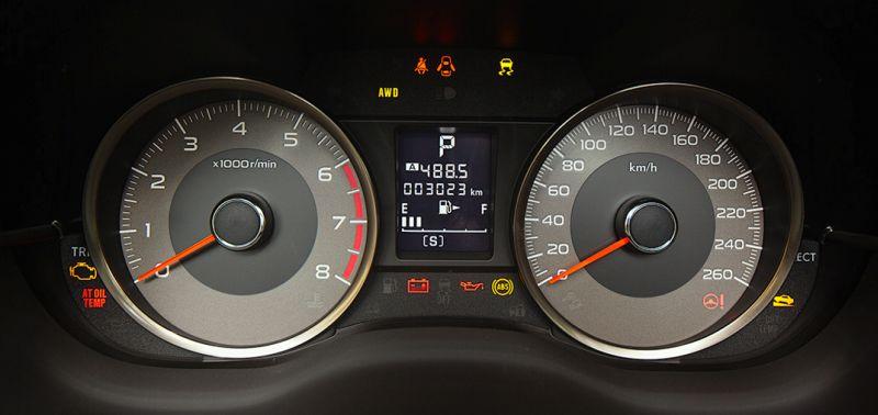 Subaru Forester XT - фото приборной панели