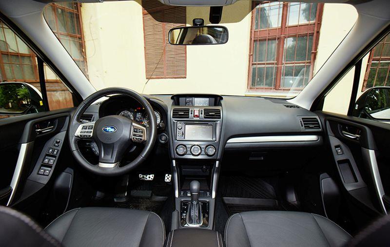 Subaru Forester XT: фото демонстрирует отличную обзорность