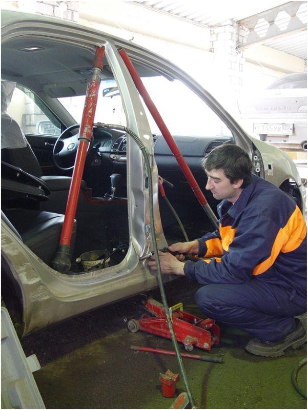 Гидравлический кузовной ремонт - фото в цеху