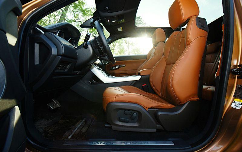 Range Rover Evoque: фото салона со стороны водителя