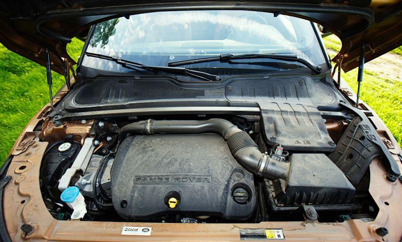 Range Rover Evoque: на фото дизельный двигатель объемом 2,2 л